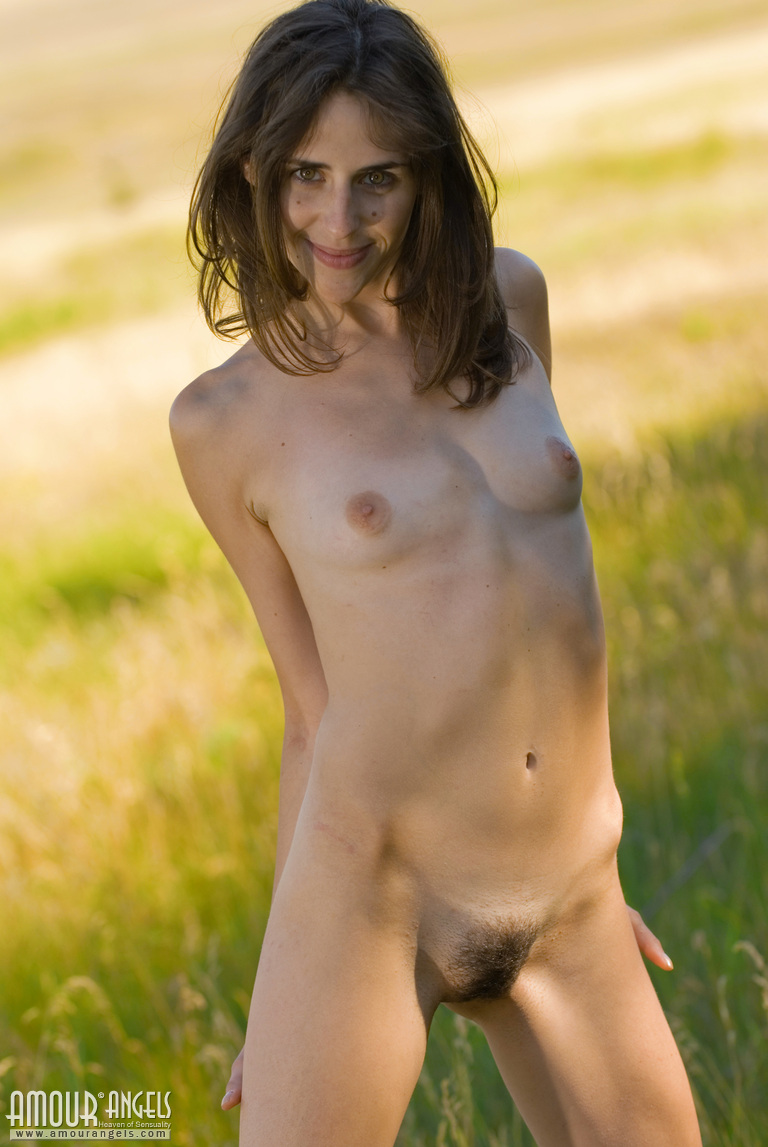 natural skinny nude women