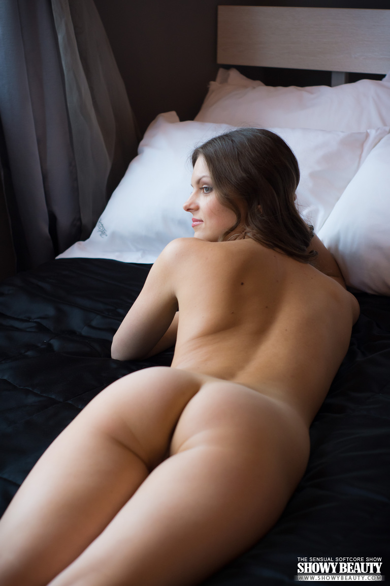 Excited too Lady naked on bed not trust